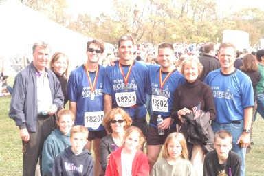 Picture of Tom Daly with Team Noreen runners and Tom's family and friends at the 2003 USMC marathon in Washington, DC